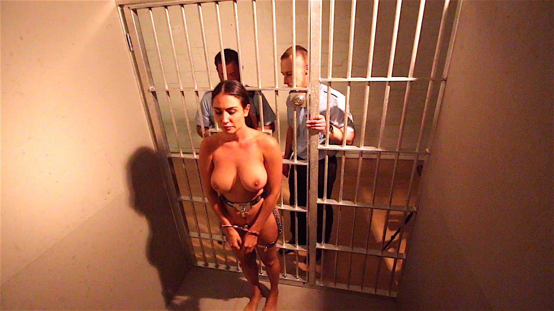 girls-in-jail-sucking-cocktures